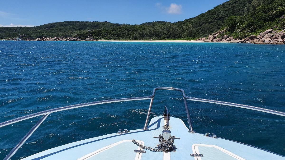 Die Anse Petite is auch vom Meer aus wunderschön